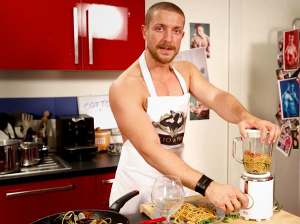 Cotto & Frullato - 08. Spaghetti allo Scoglio + Vino Bianco