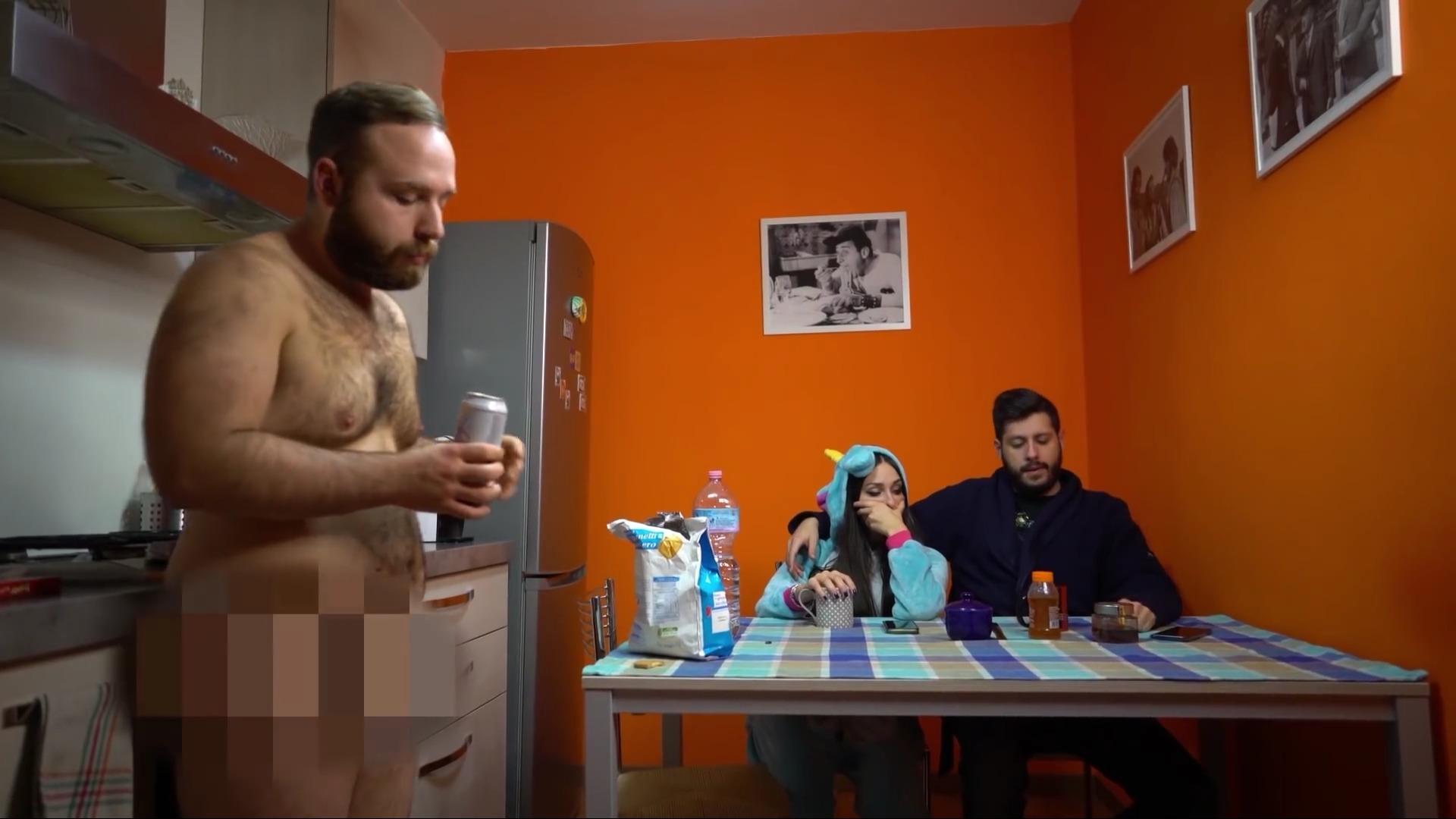 Mio fratello è scemo nudo