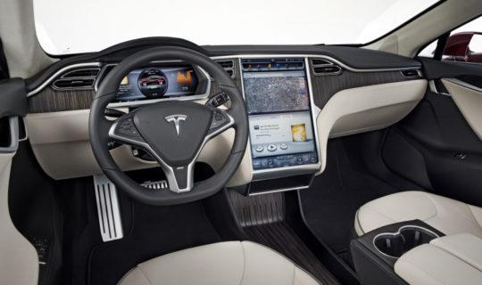 Arriva YouTube sulle auto Tesla