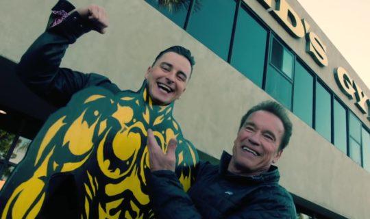 Andreas Gabalier canta con Arnold Schwarzenegger